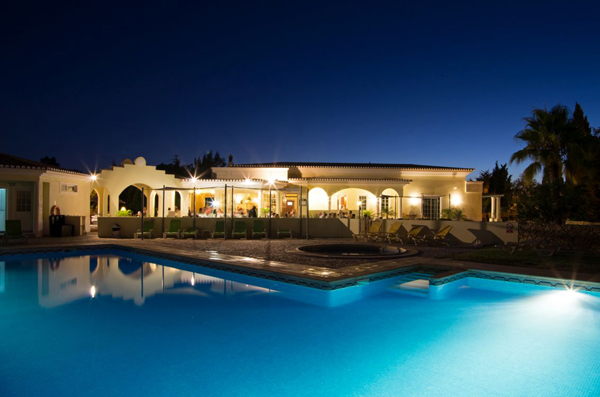 Stunning night photo of the pool and the properties in Quinta