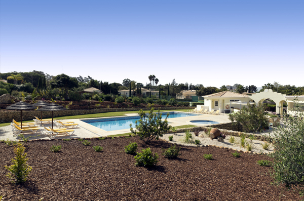 Pool and garden in Quinta do Rosal